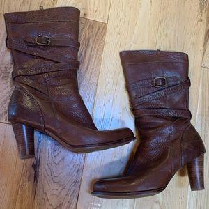 EUC Uggs Caroline Boots. Size 9.